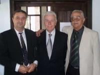 Васил Христов (кмет на община Долна баня), Антонио Конте (председател на  Европейската асоциация на Туристическата преса)  и починалият проф. Гаврило Азинович (Сърбия)