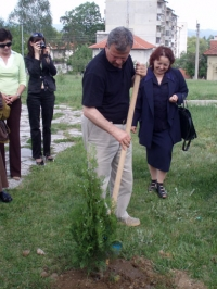 Ass. Prof. Dr. Stefan Yurukov (Deputy Minister, Ministry of Agriculture and Forestry) plants the first tree in the Festival park for 2007 where the trees were ensured from the Ministry of Agriculture and Forestry
