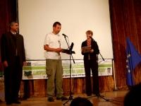 """Константин Иванов (Дунавско-Карпатската програма на Световния фонд за дивата природа WWF) получава наградата на Национално управление на горите, Министерство на земеделието и горите за филма """"Разтопяване: Германия"""" на TVE for AJI Witness/WWF, 2007, Великобритания, Швейцария"""