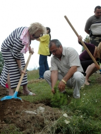 Lubomir Tzekov, Mayor of Koprivstitsa Municipality and prof. Maria Zlateva,  Supreme Expert Ecological Council, Ministry of Environment and Water in action for tree planting, 5 July, 2008, Koprivstitsa