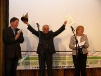 """починалият проф. Гаврило Азинович (Сърбия) получава Голямата награда на фестивала """"Щъркелово гнездо"""" за най-добър балкански филм за"""
